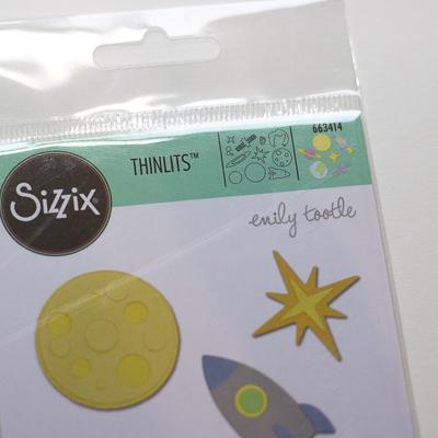 Sizzix Thinlits Space - Weltraum | Unsere kleine Bastelstube - DIY Bastelideen für Feste & Anlässe