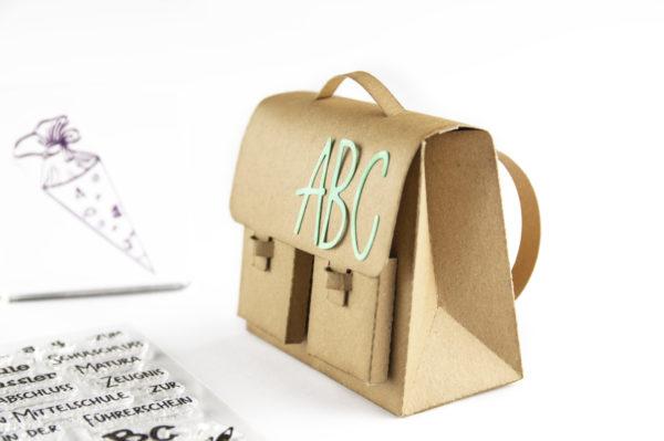 FREEBIE Plotterdatei Schultasche und Wanderrucksack | Unsere kleine Bastelstube - DIY Bastelideen für Feste & Anlässe