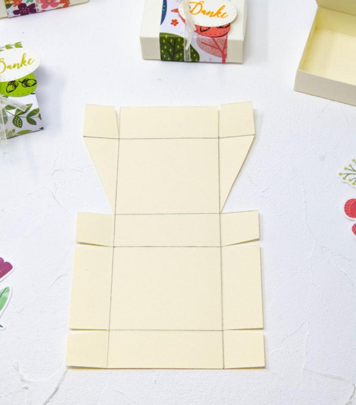 Kleine Box für Schoki (passend für 4 Küsschen oder 2 Mini Rittersport) | Unsere kleine Bastelstube - DIY Bastelideen für Feste & Anlässe