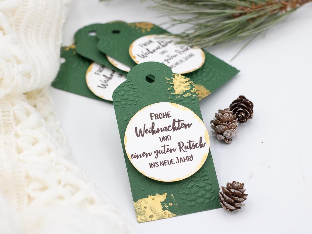 Fenster #20 Geschenkanhänger für Weihnachten basteln | Unsere kleine Bastelstube - DIY Bastelideen für Feste & Anlässe