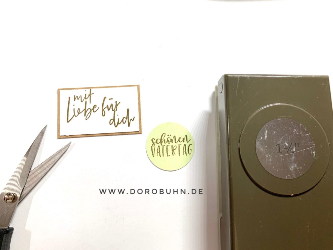 DIY Vatertagsgeschenk Minialbum mit Anhängerstanze | Unsere kleine Bastelstube - DIY Bastelideen für Feste & Anlässe