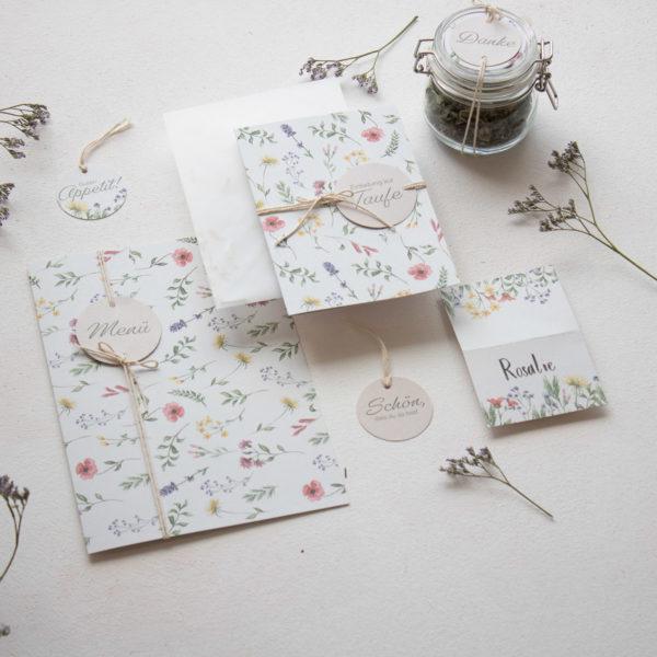 DIY SET WIESENBLUMEN   Einladungskarten und Tischdeko Taufe für Mädchen basteln   Unsere kleine Bastelstube - DIY Bastelideen für Feste & Anlässe