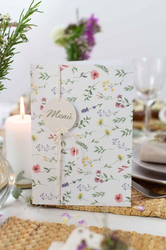 Menükarte-Taufe-Wiesenblumen-Mädchen-Tischdeko