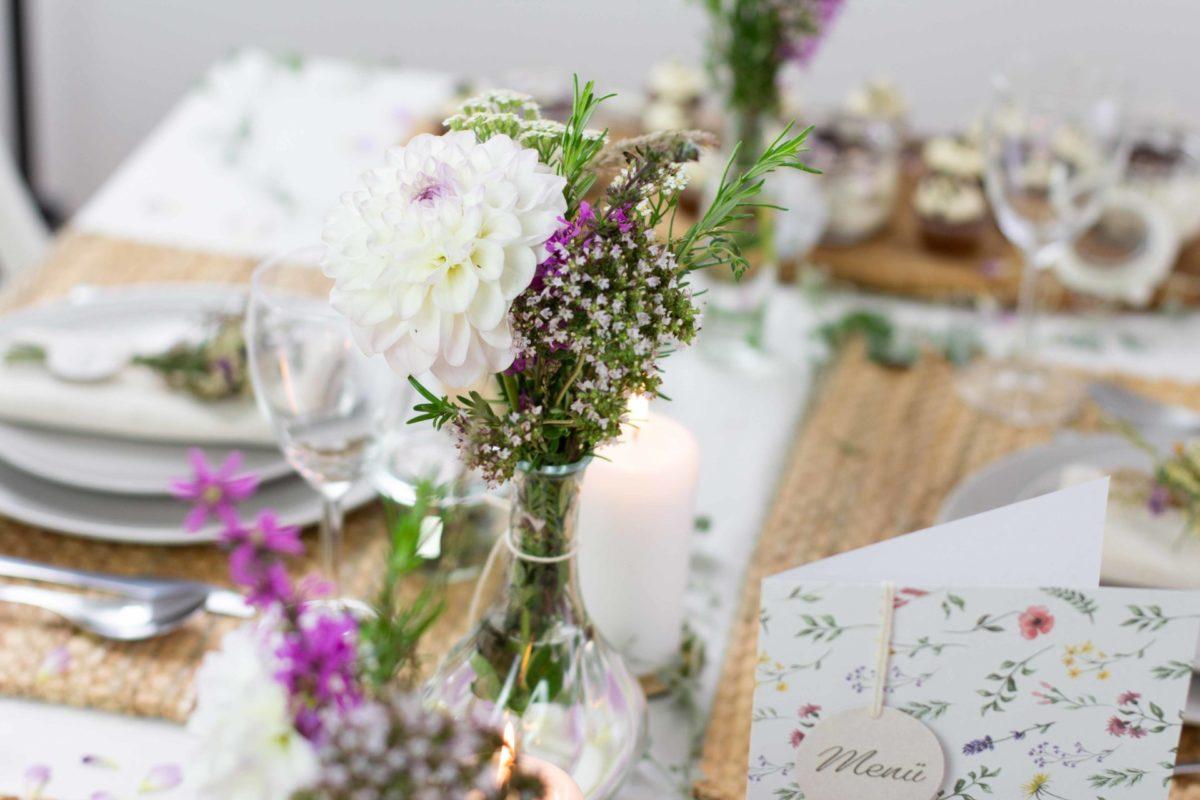Tischdekoration Mit Wiesenblumen Ideen Zum Selbermachen