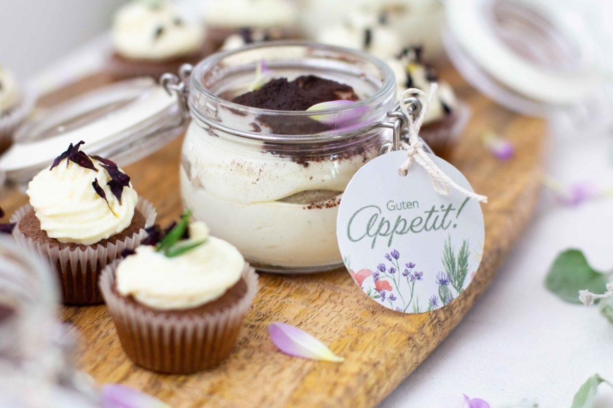 Tiramisu ohne Ei im Glas und Cupcakes als Nachspeisenbuffet für Taufe, Hochzeit, Kommunion, Firmung und Konfirmation