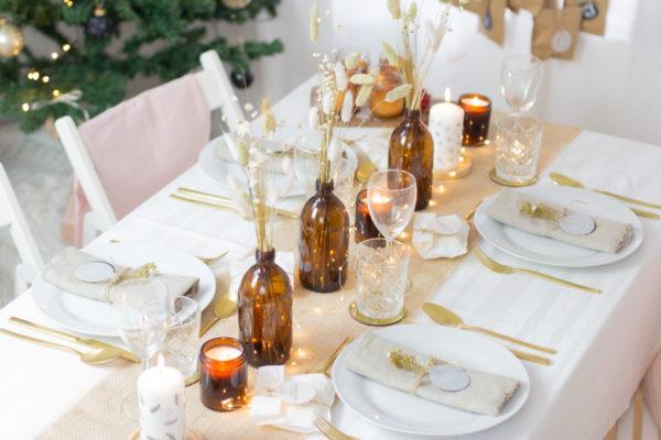Flasche Braunglas als Vase mit Trockenblume als Deko
