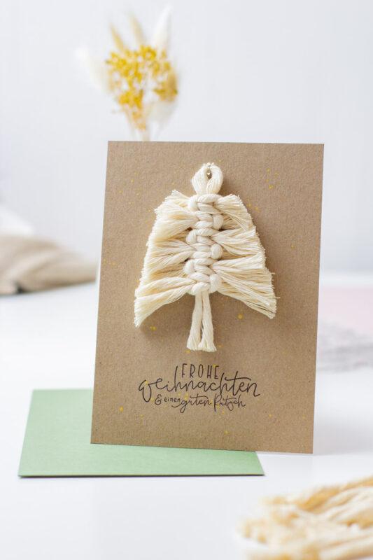 DIY - Weihnachtskarte basteln mit Makramee Tannenbaum Anhänger | Unsere kleine Bastelstube - DIY Bastelideen für Feste & Anlässe