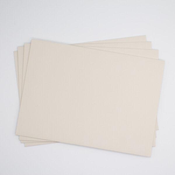 Briefumschläge in der Farbe Sand