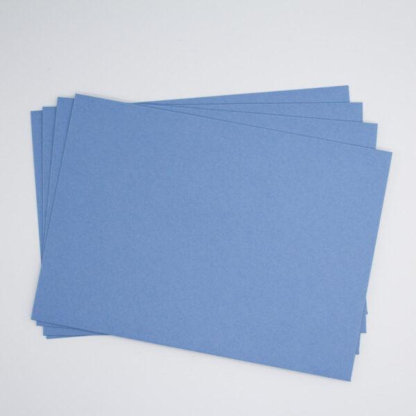 Briefumschlag in Stahlblau