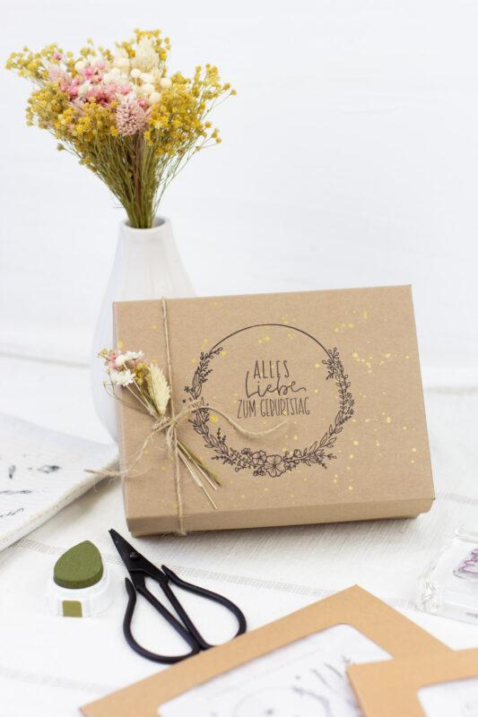 Geschenkbox gestalten - ganz einfach mit Stempel und Kraftkarton
