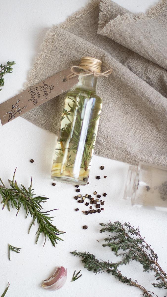 Kräuteröl und Grillgewürz selber machen | DIY Geschenkidee